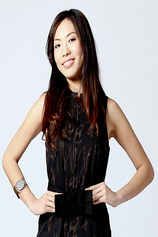 <strong>CHLOE LO</strong>